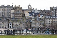 """Der städtebauliche Eingriff in eine historisch denkwürdige Stadt wie Edinburgh ist heikel, insbesondere wenn der geplante Komplex neun denkmalgeschützte Häuser in die Planung einbezieht. Verantwortlich für die Planung und Umsetzung war das Architekturbüro Morgan McDonnell, die Anfang des Monats mit dem begehrten """"RIAS Award 2014"""" und dem """"Scottish Property Awards 2014"""" ausgezeichnet wurden."""