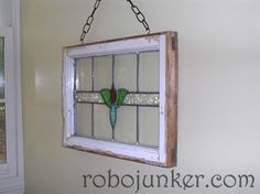 DIY Craft Projects using Old Vintage Windows Doors - Trash to Treasure - Architectural Salvage Old Wood Windows, Antique Stained Glass Windows, Antique Windows, Stained Glass Crafts, Vintage Windows, Leaded Glass, Mosaic Glass, Windows Decor, Bay Windows