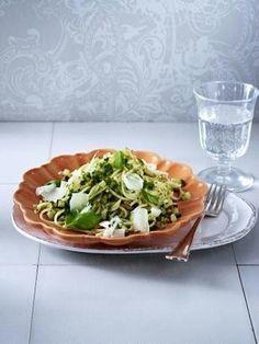 Spaghetti mit Basilikum-Zucchini-Pesto