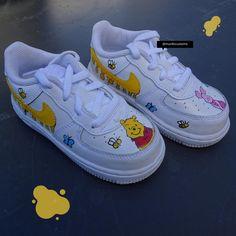 Nike Kids Shoes, White Nike Shoes, Jordan Shoes Girls, Kid Shoes, Disney Shoes, Disney Painted Shoes, Frozen Shoes, Custom Design Shoes, Custom Shoes