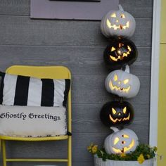 Easy Black and White Halloween Topiary – Makeful