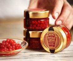 Heinz Ketchup Caviar is exactly what it says it is. It is caviar, but instead salt-cured roe, those little balls are just ketchup. Ketchup, Caviar, Valentines Day Date, Valentines Day Treats, Food Trucks, Sauce Americaine, Tater Tots, Mets, Chocolate Box