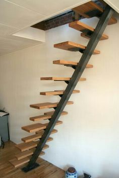 Trap is klaar (fotos) Loft Staircase, House Stairs, Staircase Design, Small Space Interior Design, Interior Design Living Room, Small Space Stairs, Stair Ladder, Door Gate Design, Stair Makeover