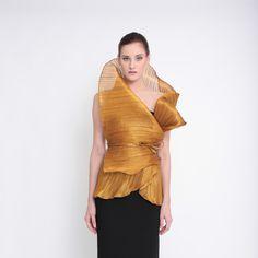 Modern Filipiniana Dress, Mountain Home Exterior, Green Fashion, Curves, Ruffle Blouse, Vogue, Elegant, Philippines, Tops