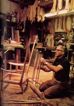 From the National Geographic, 1975 (via Old Chum) Sam Maloof Sam Maloof, Malibu Los Angeles, Woodworking Workshop, Woodworking Plans, Woodworking Projects, Woodworking Furniture, Wood Furniture, Furniture Design, Steam Bending Wood