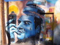 Barcelona Graffitti./ Rosa Puig. Els graffitis fotografiats en aquest llibre són un testimoni privilegiat de Barcelona, en els començaments del segle XXI. Realisats pels més inspirats i radicals artistes urbans, que han aconseguit un reconeixement internacional.