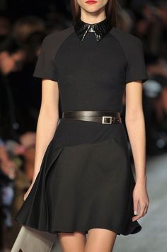 black dress casual Victoria Beckham at New York Fashion Week Fall 2012 - Details Runway Photos Look Fashion, High Fashion, Fashion Outfits, Fashion Design, Couture Fashion, Runway Fashion, Womens Fashion, Vb Collection, Victoria Beckham Style