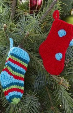 Little Knit Stockings   Free Pattern from Red Heart Yarns
