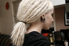 Lots of Dreads Dreads Short Hair, Blonde Dreadlocks, White Girl Dreads, Dreads Girl, Dreadlock Hairstyles, Messy Hairstyles, Beautiful Dreadlocks, Grunge Hair, Love Hair