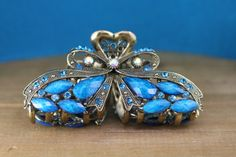 This vintage, brass hair clips ornate design and vibrant turquoise gemstones give the clip its eye-catching quality. Perfect for a weddings, a Turquoise Gemstone, Turquoise Bracelet, Emerald Hair, Wedding Clip, Vintage Hairstyles, Hair Clips, Vibrant, Hair Accessories, Brass