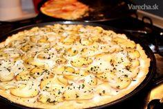 Opäť so zemiakmi a cibuľou, ale trochu iný, upravený recept, vhodný pre bezlepkáčov, v bezlaktózovej verzii a aj pre histamínovú intoleranciu. Kvôli poslednému menovanému je pizza bez droždia, len s práškom do pečiva. Ak chcete použiť obyčajnú múku, dajte hladkú.