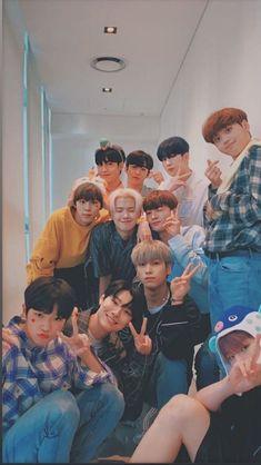 Couple Wallpaper Iphone, Flash Wallpaper, Boy Idols, Seventeen Wallpapers, Ulzzang Couple, Ulzzang Boy, Golden Child, Kpop Aesthetic, Yg Entertainment