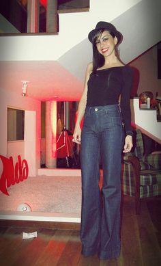 A Danielle, que já passou pelo Lookbook dos lindos antes (sempre com looks incríveis!) e até já foi fotografada por mim em um ensaio do blog, mandou esta produçãoontem: Pirei nela: adoro a blusa assimétrica, o chapéu masculino e, principalmente, a calça flare de cintura alta. Mas justamente a calça que eu amo me fez …