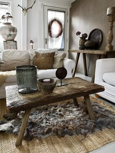 Styling at De Wemelaer part the coffee table different! - The Wemelaer, Ideas coffee table sober country style. Modern Rustic Decor, Rustic Home Design, Modern Rustic Homes, Deco Boheme Chic, Rustic Home Interiors, Interior Decorating, Interior Design, Rustic Furniture, Furniture Design