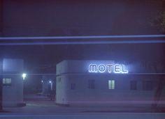 Neón en Los Angeles La fotografa Vicky Moon nos enseña como es la cuidad de Los Angeles y sus luces de neón.