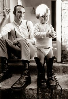 Young skinhead dad and son. Mode Skinhead, Skinhead Girl, Skinhead Fashion, Punk Fashion, Skinhead Style, Dr. Martens, Rockabilly, Doc Martens Style, Retro Vintage