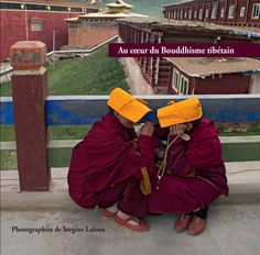 Au cœur du Bouddhisme tibétain | Sergine LALOUX - Ce livre vous propose un voyage au cœur du Bouddhisme dans le Tibet historique de la région du Sichuan au fil de ses Monastères. Notamment celui de Yachen où séjournent des milliers de nonnes dans des conditions très précaires ou celui de Pelyul lors des cérémonies d'intronisation de la 4ème réincarnation de Kyabje Drubwang Pema Norbu dans un enfant de 2 ans et demi. Et aussi, en point d'orgue, Sertar, la plus grande université bouddhiste…