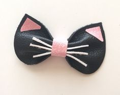 Kitty Bow leather hair clip by KerleyGirls on Etsy and like OMG! get some yourself some pawtastic adorable cat apparel! Hair Ribbons, Diy Hair Bows, Diy Bow, Ribbon Bows, Ribbon Flower, Ribbon Hair, Baby Bows, Baby Headbands, Baby Hair Clips
