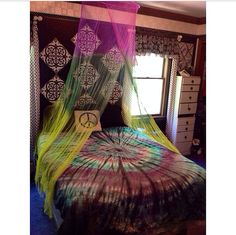 Tie Dye Bed Canopy / Mosquito Net Custom Made by KBuckCreations; not crazy about tie dye but mosquito netting for a canopy. Tie Dye Bedroom, Tie Dye Bedding, Diy Room Decor, Bedroom Decor, Home Decor, Window Bed, Window Seats, Stoner Room, Hippy Room