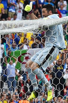 Italy's goalkeeper Gianluigi Buffon celebrates after the Euro 2016 group E football match between Italy and Sweden at the Stadium Municipal in Toulouse on June 17, 2016. .Italy won the match 1-0. / AFP / VINCENZO PINTO