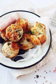 Muffins aperitiv-cu sunca, masline si mazare