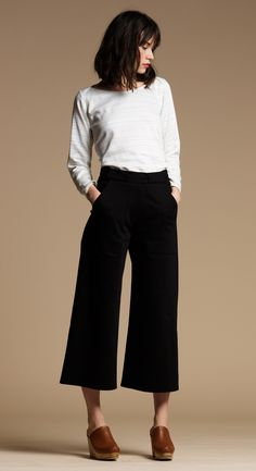 Get your hands on the most flattering culottes youll find this Fall. We cut these cropped wide leg jeans to flatter your waist and butt and give you that chic feel. Made from dark black denim an Cropped Wide Leg Jeans, Wide Pants, Work Fashion, Fashion Looks, Gaucho, Work Attire, Get Dressed, Everyday Fashion, Autumn Winter Fashion