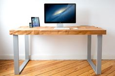 Home Office Furniture: Choosing The Right Computer Desk Home Office Computer Desk, Best Home Office Desk, Home Desk, Home Office Furniture, Furniture Design, Rustic Furniture, House Furniture, Cars Vintage, Lights