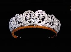 Queen UK The Spencer Tiara is mounted in gold in the form of stylised flowers decorated in diamonds in silver settings. The tiara is entirely composite and not an heirloom as has been previously suggested. Royal Crown Jewels, Royal Crowns, Royal Tiaras, Royal Jewelry, Tiaras And Crowns, British Crown Jewels, Gold Jewellery, Queens Tiaras, Queens Jewels