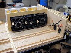 homemade tools Make: homemade air cleaner - 3 High Volume Comair Rotron fans rated at ea. wired to a 60 min timer - Lumberjocks Woodworking Jigs, Woodworking Projects, Garage Workshop, Workshop Ideas, Diy Shops, Dust Collector, Shop Organization, Homemade Tools, Shop Layout