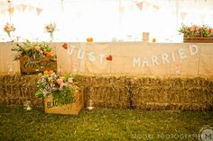 The most AWESOME farm-inspired head table of all time. Antique wood crates filled with fruit and flowers, straw bales, burlap linens. Good, good stuff.