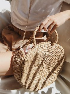 So you've got a taste for quilted handbags. Well, quilted purses hold an unique location in today's extremely innovative fashion industry. Summer Handbags, Summer Purses, Straw Handbags, Quilted Handbags, Summer Bags, Leather Handbags, Popular Handbags, Round Bag, Straw Tote