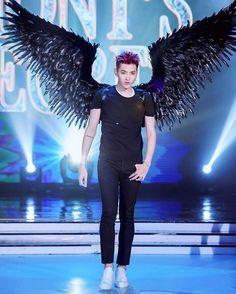 wu yifan // it's like a reverse version of a victoria's secret fashion show. Exo Songs, Kris Exo, Wu Yi Fan, Victoria Secret Fashion Show, Jaebum, Korean Celebrities, Models, Luhan, Beautiful Boys