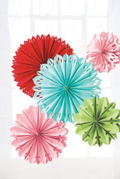 Mix these Martha Stewart Hanging Paper Flowers with Round Paper Lanterns for reception decor Martha Stewart Manualidades, Hanging Paper Flowers, Diy Fleur, Craft Projects, Projects To Try, Craft Ideas, Sewing Crafts, Diy Crafts, Martha Stewart Crafts