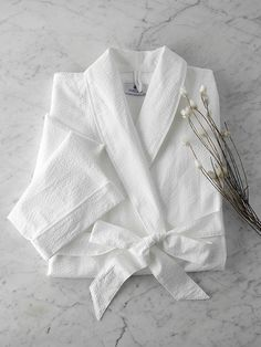 This white lightweight robe from Matouk. A simple and beautiful cotton seersucker bathrobe with a neat piped edge finish. White Aesthetic, Aesthetic Vintage, Cute Baby Wallpaper, Hotel Collection Bedding, Cashmere Throw, Bridal Robes, Seersucker, Lounge Wear, Pure Products