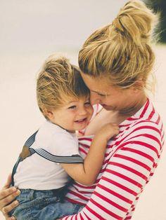Manchmal reichen liebevolle Blicke allein nicht aus. Diese 20 Sätze sollte man seinem Kind auf jeden Fall sagen.