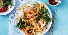 Fried noodles add extra crunch to this Vietnamese chicken salad bowl. Easy Salad Recipes, Savoury Recipes, Easy Salads, Summer Salads, Asian Recipes, Ethnic Recipes, Vietnamese Chicken Salad, Dinner Ideas, Dinner Recipes