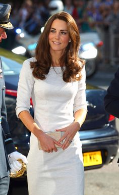 Prince William and Kate Middleton attended the opening of a children's cancer center. Kate Middleton Diet, Kate Middleton Pictures, Princess Kate Middleton, Princess Katherine, Princess Charlotte, Prince William And Catherine, William Kate, Duchesse Kate, Girl Celebrities