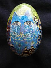 Love the cat. Becky's egg flikr page here has spme beautiful eggs to view.