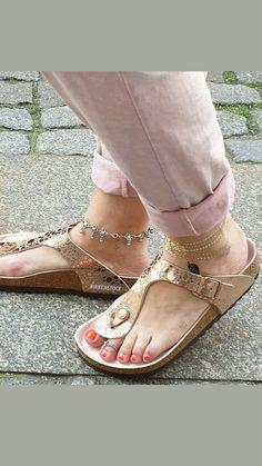 Birkenstocks, Toe Rings, Centre, Jewlery, Hot, How To Wear, Heels, Sandals, Jewelery