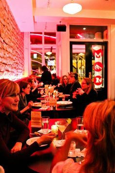 busy, busy. #austinites enjoying a night on the town starting at #manuels