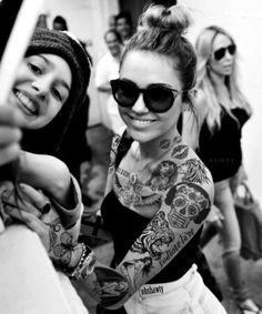 Old School Tattoo 's & Mexican Skull / Los Muertos Tattoo . Arm Tattoo, Piercing Tattoo, Sleeve Tattoos, Piercings, Knee Tattoo, Tattoo Girls, Girl Tattoos, Tatoos, Sexy Tattoos