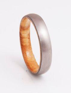 Mens Wedding Band mit Olivenholz und Titan Ring Komfort passen