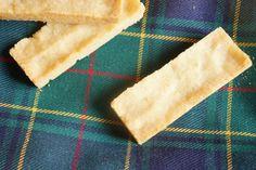 On appelle ces petits sablés, dans la pure tradition écossaise, les «biscuits de rêve» : on les façonne en une poignée de minutes, on les étale avec les doigts, on les dégus…