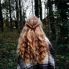 Beard and Hair Growth Oil VSCO girls are known for their long, effortlessly cool hair that they put Hair And Beard Styles, Curly Hair Styles, Natural Hair Styles, Straight Hairstyles, Cool Hairstyles, 1980s Hairstyles, Hairstyles 2018, Inspo Cheveux, Rides Front