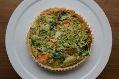 Restjesdag combineren met veggie style? Alles kan en alles mag, en het hoeft niet moeilijk te zijn! Ik maakte deze groentetaart met restjes diepvriesgroenten en wat bladerdeeg, ei en room. Je kan e…