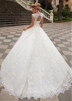 Buy discount Exquisite Tulle & Organza V-neck Neckline A-line Wedding Dress With Lace Appliques at Dressilyme.com
