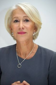 """""""Trumbo"""" Press Conference (Beverly Hills) - 015010 - The Helen Mirren Archives Gallery Pixie Haircut Thin Hair, Bob Hairstyles For Fine Hair, Older Women Hairstyles, Short Grey Hair, Short Hair With Layers, Short Hair Cuts For Women, Helen Mirren Hair, Medium Hair Styles, Short Hair Styles"""
