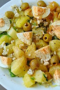 * Potato and hard boiled egg salad - Healthy recipes Tasty details Vegetable Recipes, Vegetarian Recipes, Healthy Recipes, Healthy Habits, Real Food Recipes, Cooking Recipes, Yummy Food, Easy Salads, Easy Meals