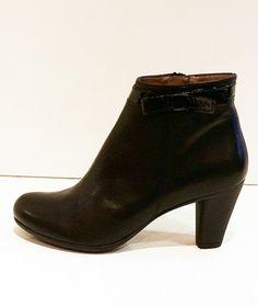 Paire de chaussures à talons en cuir Wonders noir #chaussures #talons #wonders