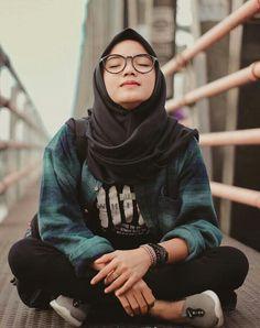 Hajib Fashion, Muslim Fashion, Korean Fashion, Casual Hijab Outfit, Hijab Chic, Beautiful Hijab Girl, Hijab Fashion Inspiration, Hijabi Girl, Girls With Glasses